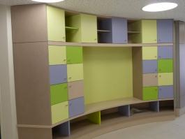 Conception, fabrication et pose d'un meuble de rangement pour une école maternelle